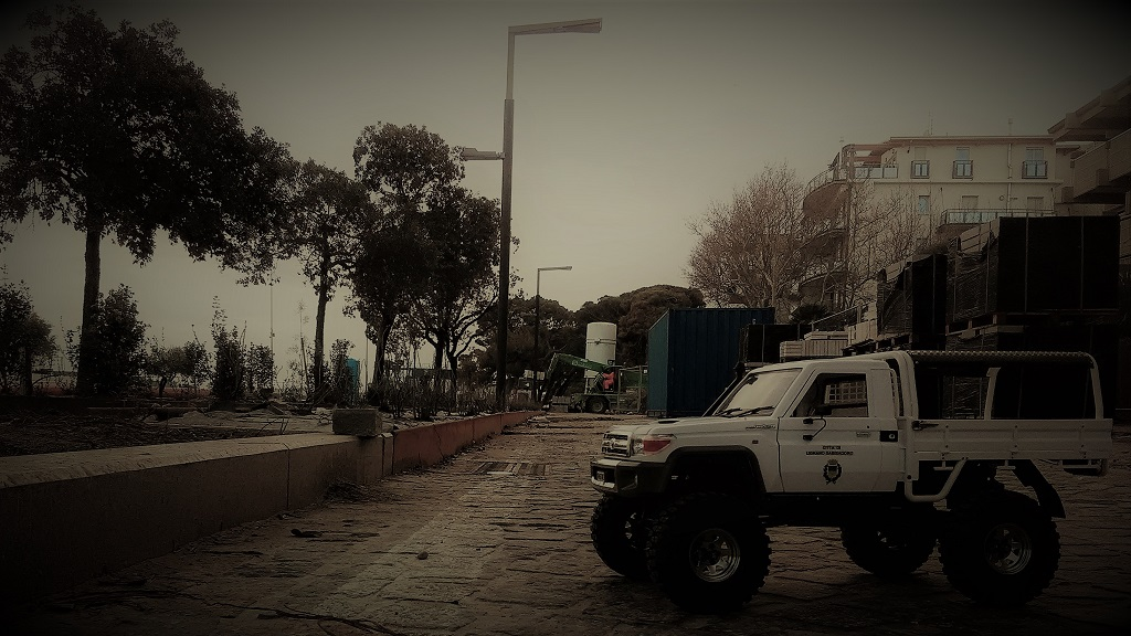 Lignano_strada_e_ToyotaLC70